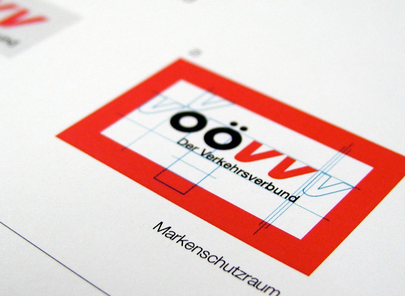 Corporate Design Manuals OÖ Verkehrsverbund. Das modular aufgebaute Ordnersystem bietet eine kostengünstige Erweiterungsmöglichkeit des Inhalts.